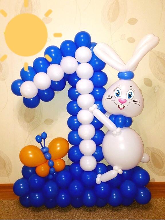 Цифра 1 с зайчиком из воздушных шаров