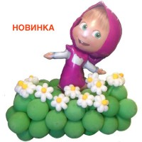 Маша на полянке с цветами