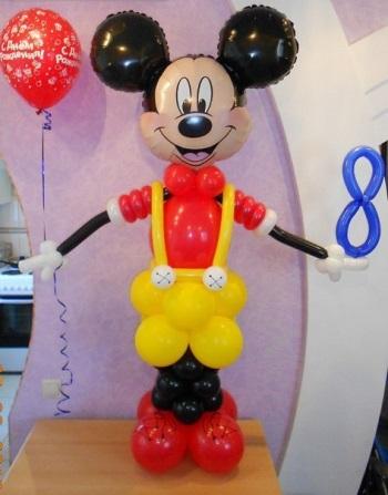 Микки Маус с воздушным шариком
