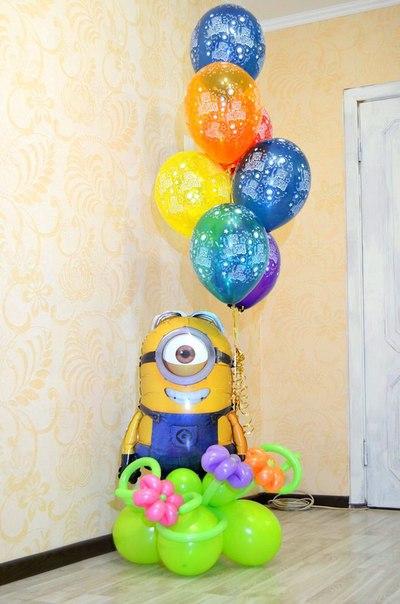 Миньон Стюарт  с воздушными шарами