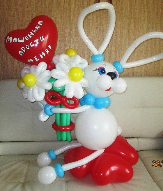 Белый зайчик с красным сердечком