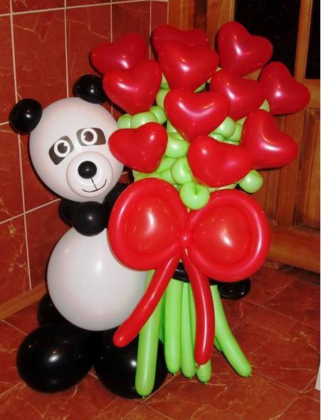 Милая панда с сердцами