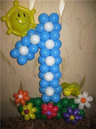 Единичка бело - голубая из воздушных шаров